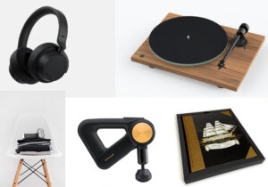 headphone Surface / giradischi Pro-Ject T 1 di Audiogamma / ferro a vapore Steam One S-Nomad Pro / massaggiatore Therabody Theragun Pro / notebook 'Vespucci' di Acquacreators